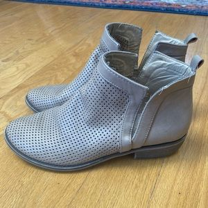 Women's Restricted Tan Ankle Bootie